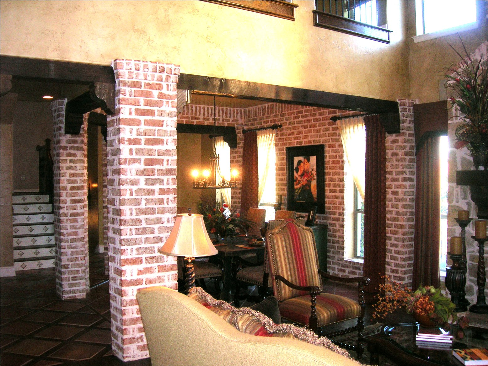 Interior living packer brick - Pictures of columns in living room ...